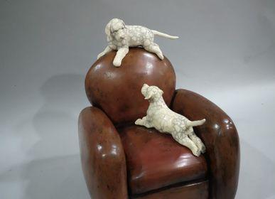 Pièces uniques - Fauteuil et ses chiens. Céramique Raku   - ANNE DE SAUVEBOEUF CERAMISTE