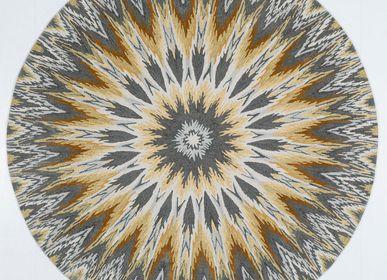Tapis contemporains - Tapis luxueux touffeté à la main Iris Ikat Grey - OBEETEE