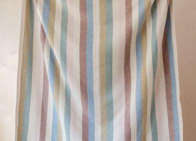 Plaids - Couverture en laine recyclée en chevrons à rayures arc-en-ciel - THE TARTAN BLANKET CO.
