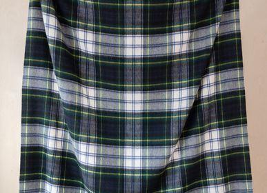 Plaids - Couverture en laine d'agneau en robe Gordon Tartan - THE TARTAN BLANKET CO.