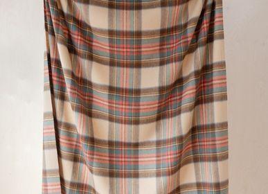 Plaids - Couverture en laine d'agneau en robe Stewart Antique Tartan - THE TARTAN BLANKET CO.
