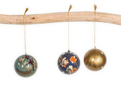 Guirlandes et boules de Noël - Boules et étoiles décoratives - LE MONDE SAUVAGE BEATRICE LAVAL