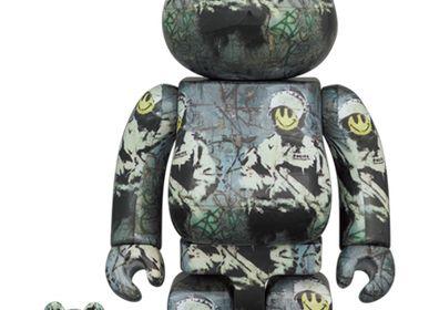 Sculptures, statuettes and miniatures - Bearbrick Brandalism - Riot Cop - ARTOYZ