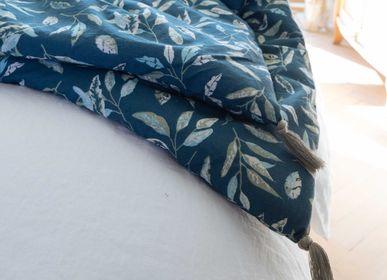 Throw blankets - Vegetable Shade - BLANC CERISE