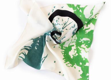 Foulards et écharpes - Écharpe en soie Batik «Emotion blast» - AMRES ART