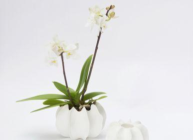 Objets design - Le vase VAYA 11 en biscuit de porcleaine D=10cm H=6,5cm - YLVAYA DESIGN