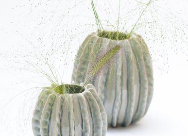 Objets design - Vase Bølger fait à la main en céramique H=15cm D=14,5cm - YLVAYA DESIGN