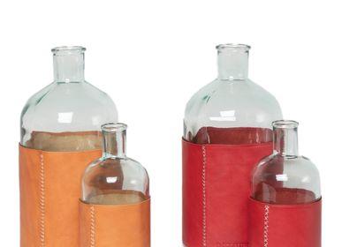 Carafes - Carafe d'eau avec ceinture en cuir  - SOL & LUNA