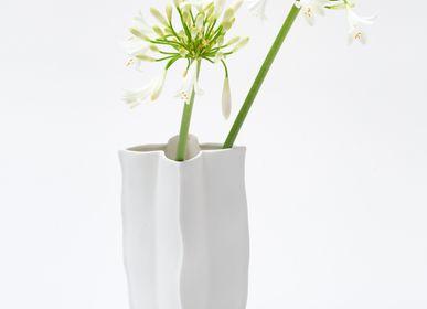 Objets design - Vase STJERNE 1 en biscuit de porcelaine H=20cm D=11 cm - YLVAYA DESIGN