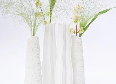 Objets design - Vase VAYAM en biscuit de porcelaine H=22cm D=7cm - YLVAYA DESIGN