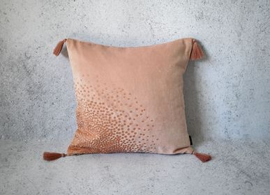 Fabric cushions - HEART CUSHION - Old Pink Embroidered Velvet - 40 x 40 cm - CONSTELLE HOME