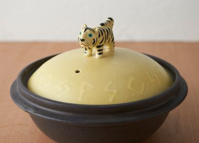 Stew pots - ceramic pot with tiger handle - ONENESS