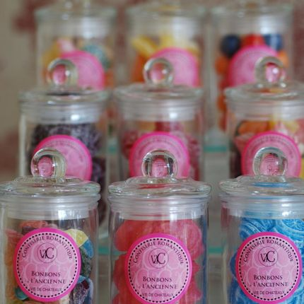 Candy - Candies in glass sweet box - Vdc Vie de Châteaux  - VIE DE CHÂTEAUX