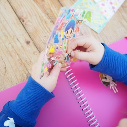 Loisirs créatifs - Sticker books pour coller et recoller tous ses autocollants - MAJOLO