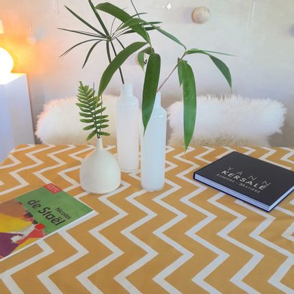 Linge de table - Nappe anti-tache en coton enduit Chevron Curry - FLEUR DE SOLEIL
