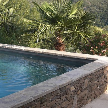 Pools - Stone look massive coping - ROUVIERE COLLECTION