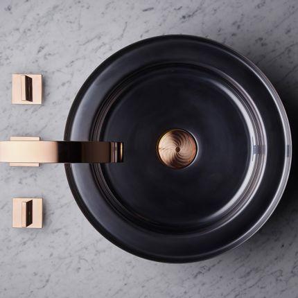 Spas - NARCIS round shiny black, copper plug guilloche - BASSINES