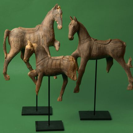 Sculpture - Resin horse on stand - ASIATIDES