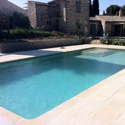 Pools - Stone look straight copings - ROUVIERE COLLECTION