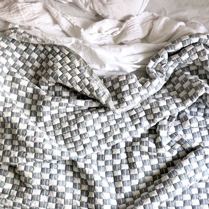 Plaids - Handwoven, quilted blankets from Gujarat, India  - INTERNATIONAL WARDROBE