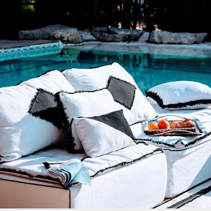 Lawn sofas   - Bespoke Tribal outdoor sofa - BERENGERE LEROY