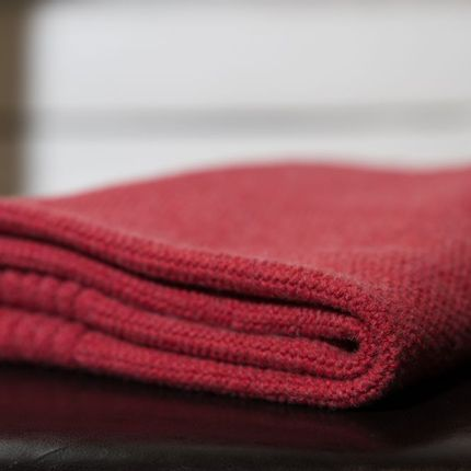 Travel accessories / suitcase - Eco-designed Wool Blanket Raspberry - LA MAISON DE LA MAILLE
