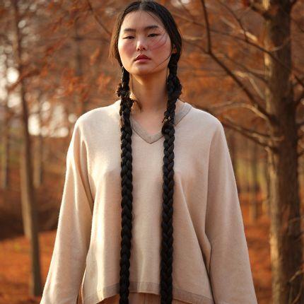 Homewear - NATUREL undyed cashmere V-neck top - SANDRIVER CASHMERE
