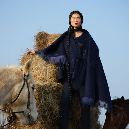 Throw blankets - SILK NEBULA Handcrafted cashmere felt scarf with nappa fringe - SANDRIVER CASHMERE