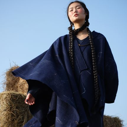 Throw blankets - SILK NEBULA Handcrafted cashmere felt scarf  - SANDRIVER CASHMERE