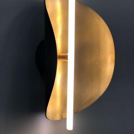 Wall lamps - Applique Takosu en Laiton patiné et verre sablé par Victoria Magniant - VICTORIA MAGNIANT POUR GALERIE V