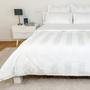 Linge de lit - Resort & Hotel Bedding Parure de lit avec housse de couette et drap en satin à rayures blanches - VIDDA ROYALLE